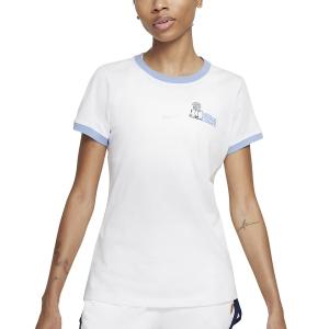 Camisetas y Polos de Tenis Mujer Nike Court DriFIT NYC Camiseta  White/Aluminum DJ2781101