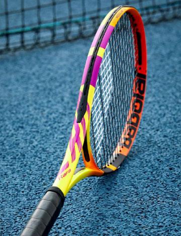 Rafa Nadal è l'unico giocatore professionista del circuito ad utilizzare questa racchetta