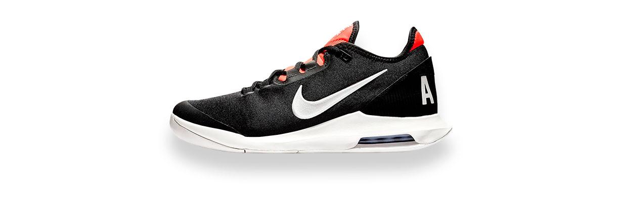 Design minimal e tutto il comfort di cui hai bisogno per muoverti con  velocità. Le nuove scarpe da tennis Nike Wildcard sono create per i  giocatori che eb5e4199efe